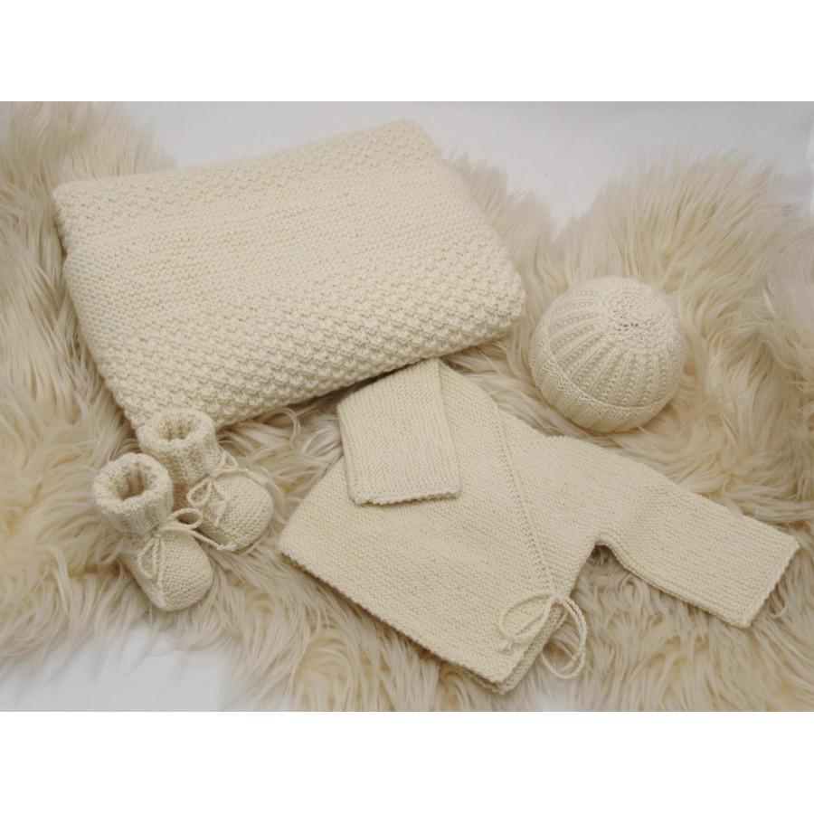 trousseau de naissance cru cr me tricot main en 100 laine m rinos. Black Bedroom Furniture Sets. Home Design Ideas