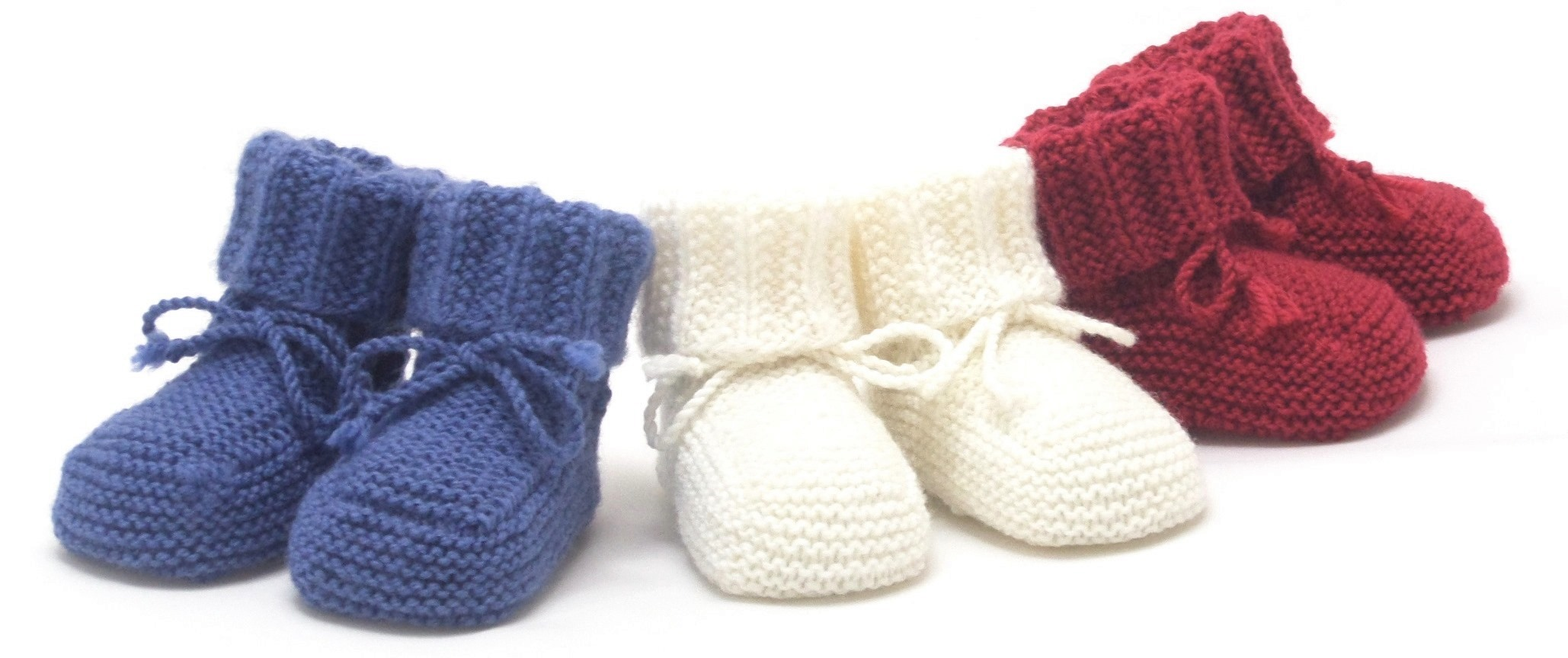 Nos petits chaussons sont simples et surtout pratiques! tricotés à la main  en laine mérinos, ils remplissent parfaitement leur rôle. d055dbd4ecd