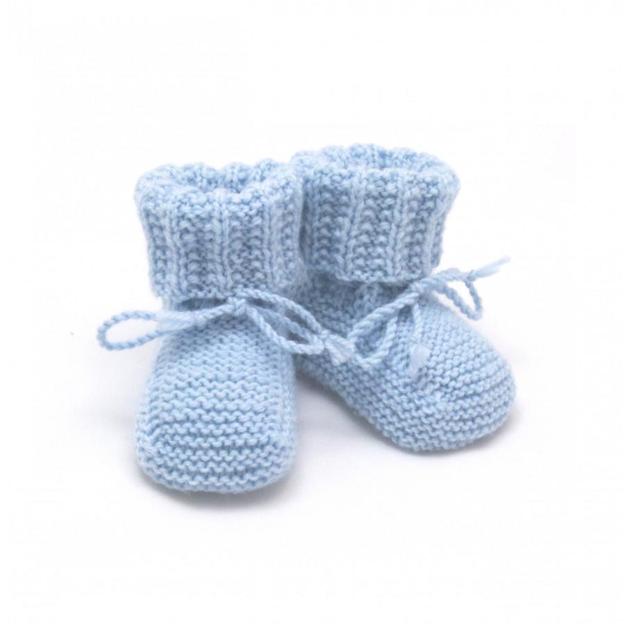 ac227fe16c078 chaussons bébé bleu garçon tricotés à la main en 100% laine mérinos
