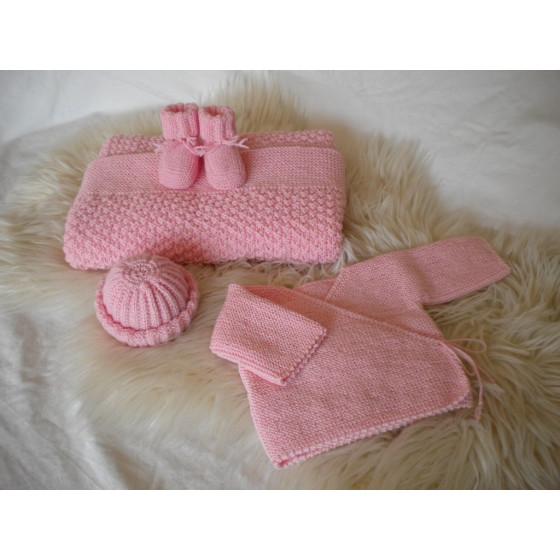 layette tricot e trousseau de maternit et tenue de. Black Bedroom Furniture Sets. Home Design Ideas