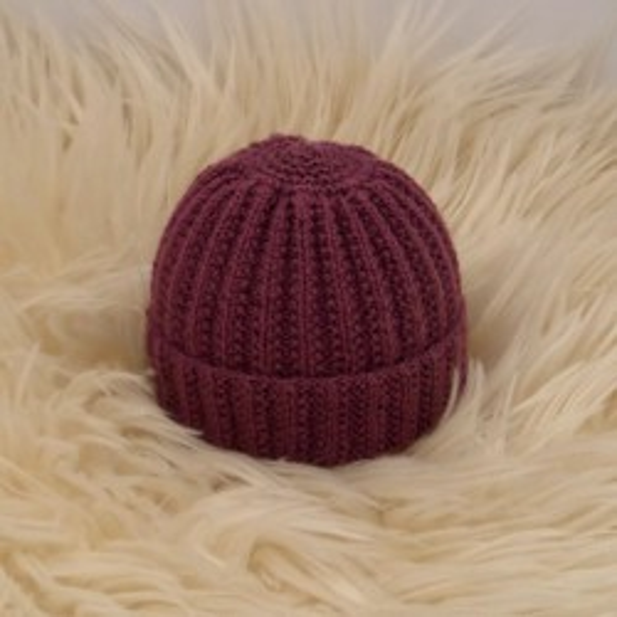 Bonnet rond bébé prune laine naturelle