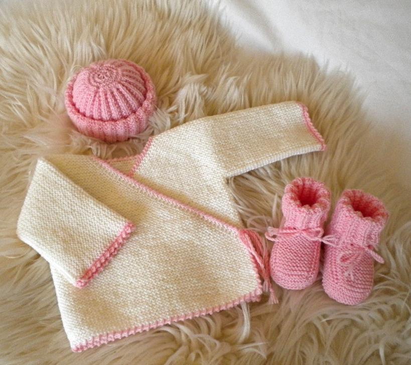 Ensemble tricoté laine mérinos bébé fille pour la maternité 6925b839e9a